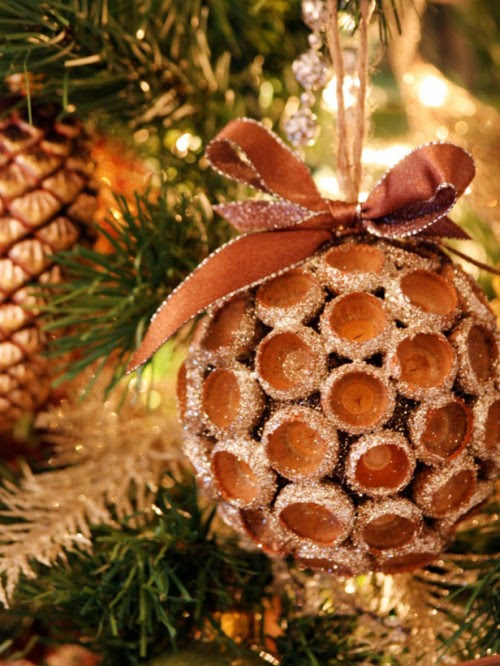 12 Cool Natural DIY Christmas Ornaments  Shelterness