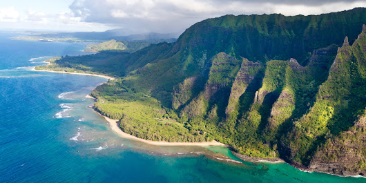 "Hiking in ""Heavenly"" Hawaii: Likes vs Lives 