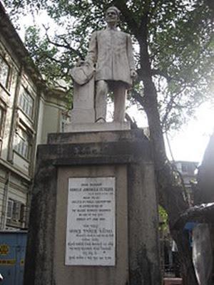 220px-Kavasji_Jamshedji_Petigara_statue