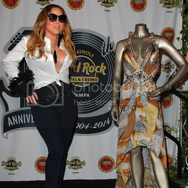 Mariah Carey donates dress from 'Obsessed' music video...