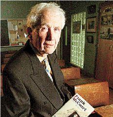 Τα παιδικά του χρόνια στην  Ιρλανδία περιέγραφε ο Φρανκ  ΜακΚορτ στο δημοφιλές βιβλίο  του «Οι στάχτες της Άντζελα» που  έγινε και ταινία με την Έμιλι  Γουότσον και τον Ρόμπερτ  Καρλάιλ