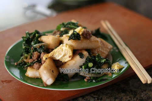 Banh Bot Khoai Mon Chien Xao Cai Xoan (Vietnamese Fried Taro Cake Stir-Fried with Kale) 1