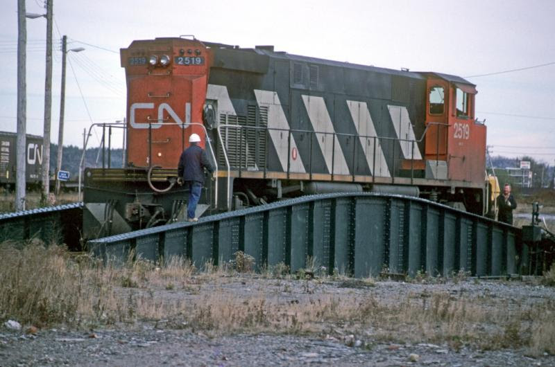 CN 2519 on the turntable in Saint John, NB