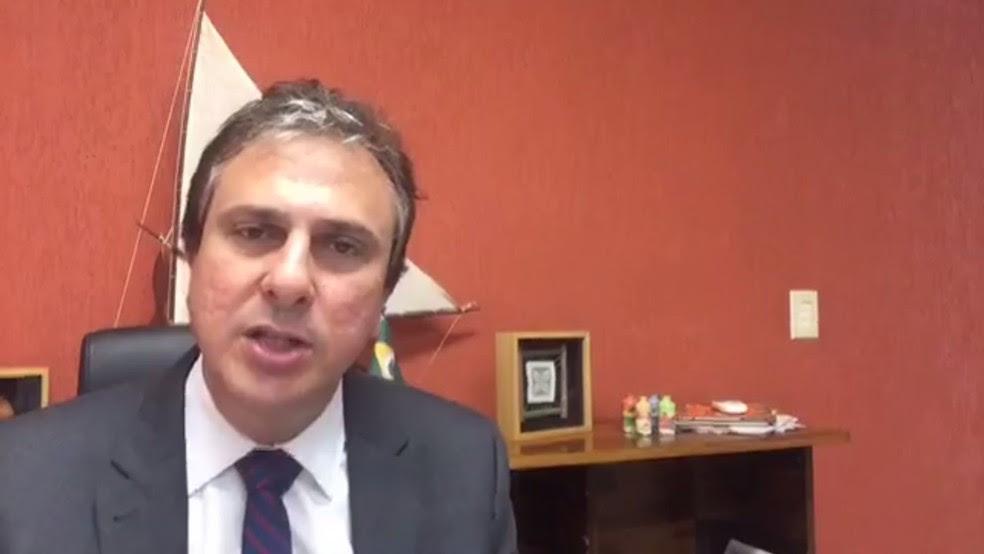 Governador Camilo Santana anunciou antecipação de pagamento de parte do 13º salário para servidores do Estado (Foto: Reprodução)