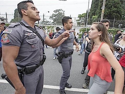 Resultado de imagem para a estudante agredida por PM São Paulo