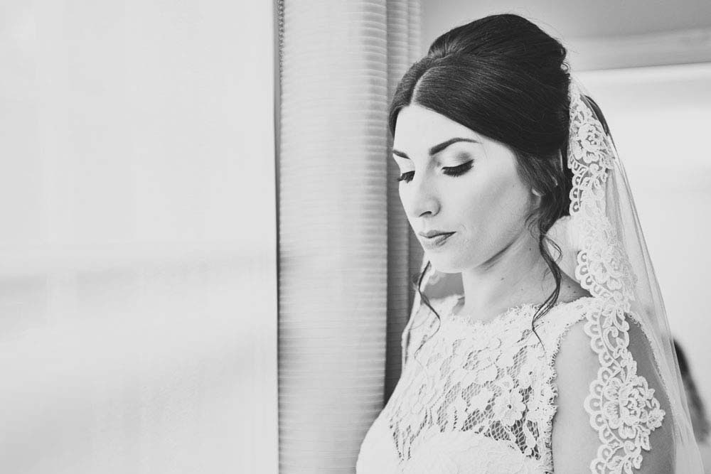 Gorgeous bridal portrai in black & white, Hello Romance suffolk wedding photography - www.helloromance.co.uk
