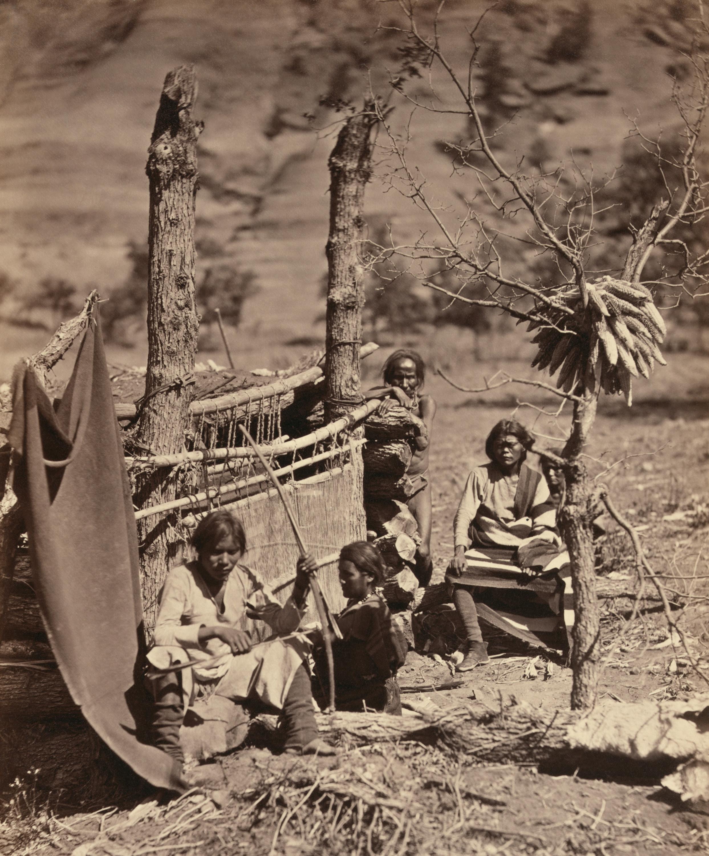 http://upload.wikimedia.org/wikipedia/commons/9/94/Navajofamilya.jpg