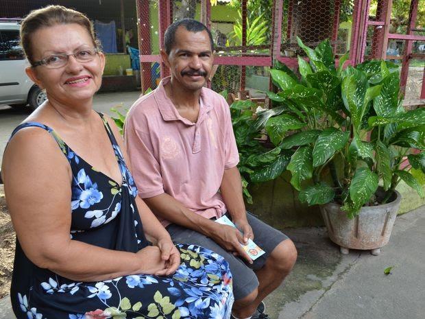 Etani e o marido, pais de 51 filhos (Foto: Marina Fontenele/G1)