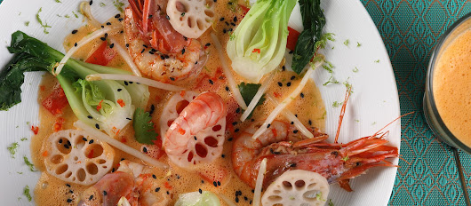 Recipe: Large jumbo shrimp sautéed with vegetables, galangal and lemongrass broth