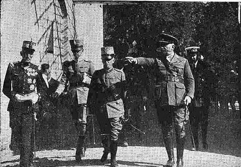 10 junio 1924. Visita de los Reyes de España e Italia a Toledo. Los Reyes de España e Italia en la Fábrica De Armas. Foto Fraile