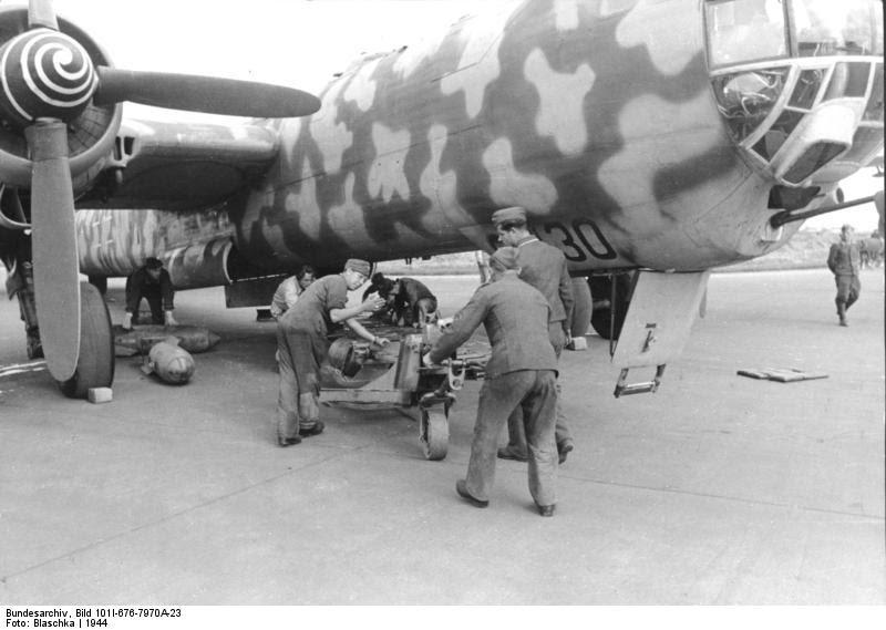 Bundesarchiv Bild 101I-676-7970A-23, Flugzeug Heinkel He 177
