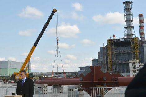 Inauguración de la obra del sarcófago en Chernóbil. | AFP