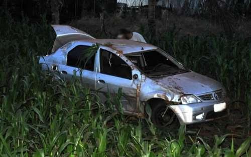 Laranjeiras - Veículo capota e cai na ribanceira da BR-158