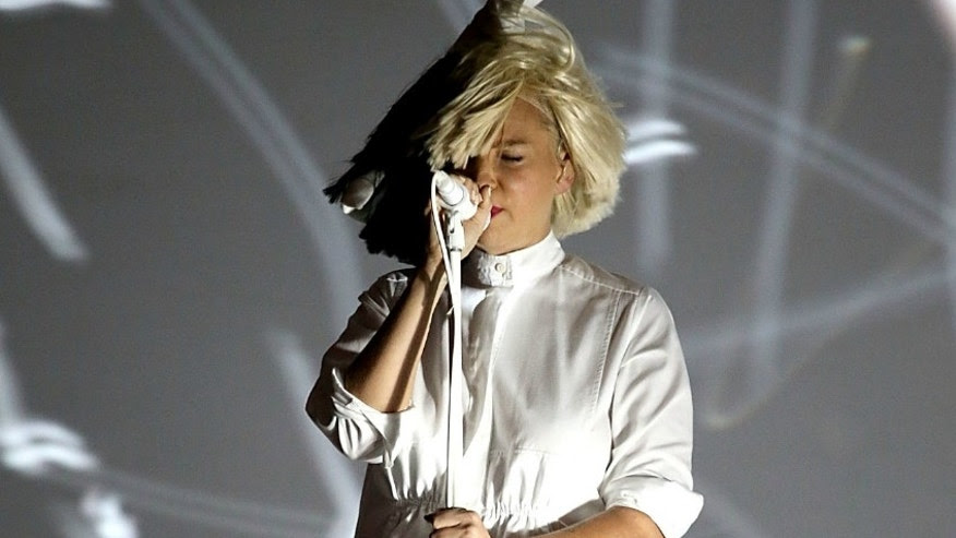 ET USE ONLY Sia face concert