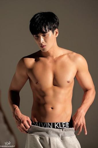Bộ ảnh khoe body bất ngờ của cậu cả nhà Jangga: SooAh không thích thì để fan 'crush' dùm được không?