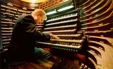 http://www.oddmusic.com/gallery/convention_hall_organ4.jpg