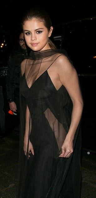 KATCHING MY I: Selena Gomez goes underwear free again in ...