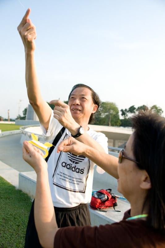 yw-go fly kite-marina barrage-090824-0008.jpg