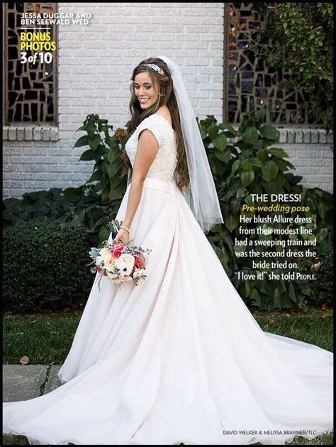 beautiful bride dress ..   Ben and Jessa Seewald