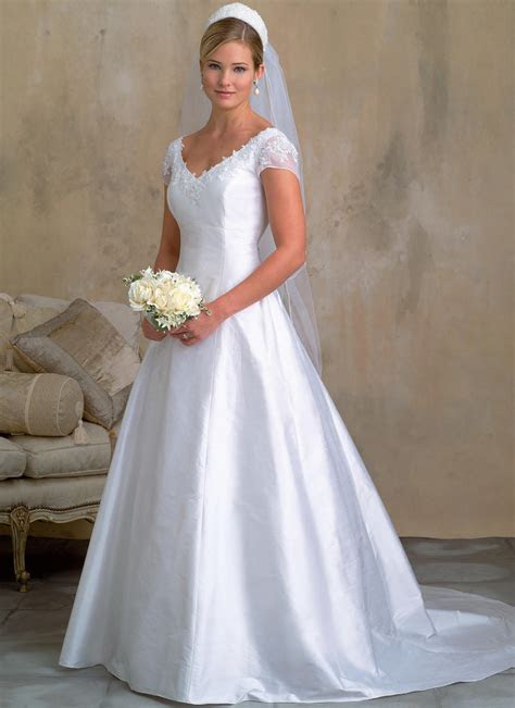 Links to over twenty in print bridal gown sewing patterns!