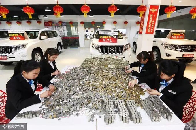 You would not believe what this Chinese man brought to buy an SUV with.