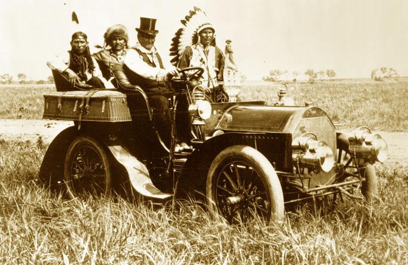 File:Geronimo in a 1905 Locomobile Model C.jpg