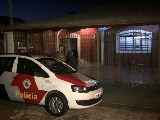 Casa onde a família mora na zona leste de São José dos Campos (Foto: Peterson Grecco/TV Vanguarda)