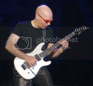 Joe Satriani in 2005
