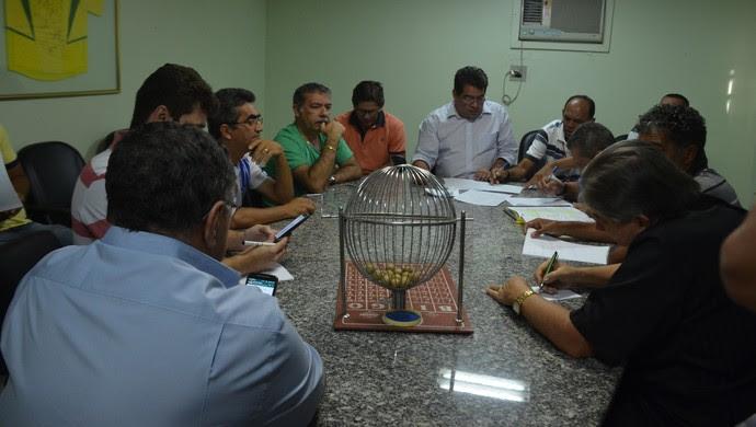 Reunião na Federação Paraibana de Futebol para definir as semifinais da 2ª divisão (Foto: Hévilla Wanderley / GloboEsporte.com/pb)