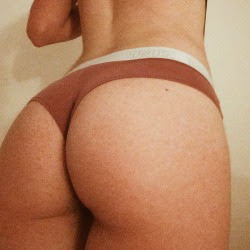 "tinylilcactus: ""My booty freckle says hi """