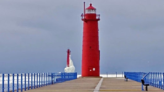 Michigan Lighthouses Look Better In Winter - Awesome Mitten