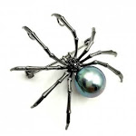 (Black) - DREAMLANDSALES Victorian Style Mother of Pearl Body and Micro Pave Spider Brooches Pins Silver Tone