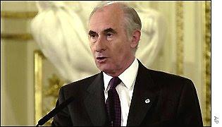 http://www.hri.org/news/europe/bbc/2001/_1464100_delarua_300ap.jpg