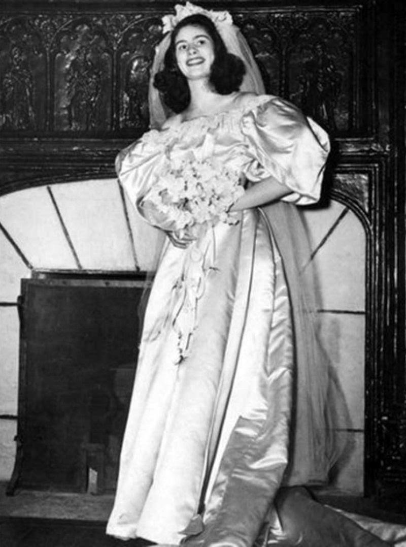 Todo mundo viu este vestido de noiva de 120 anos de antiguidade, exceto uma pessoa 02