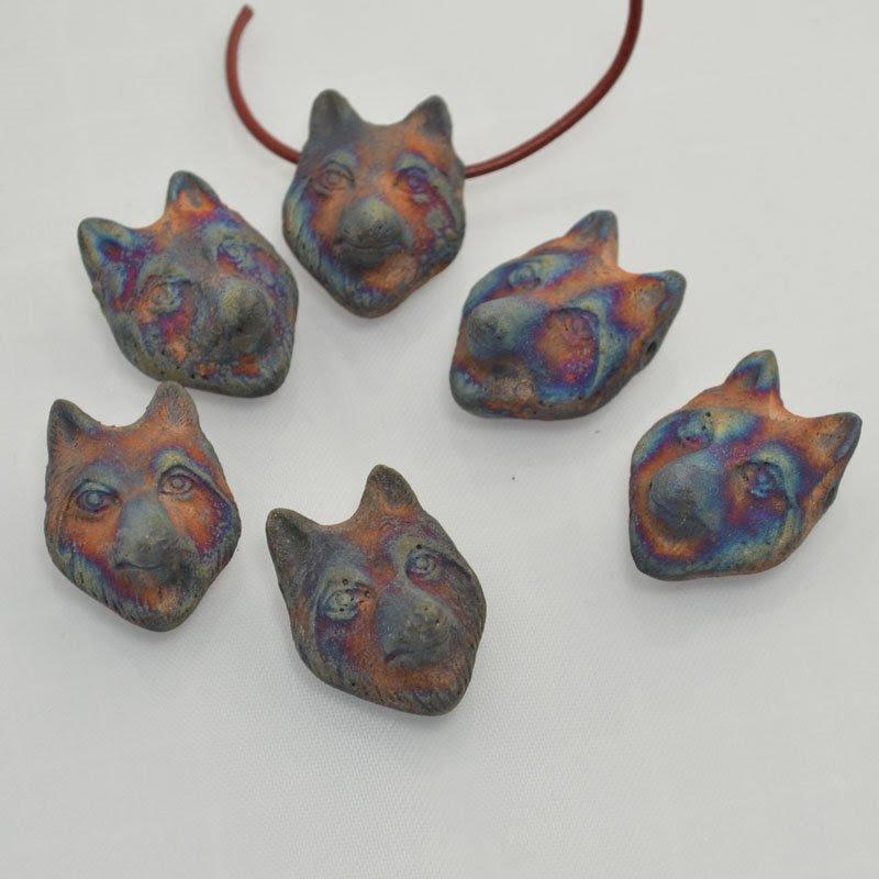 s43964 Ceramic Pendant -  What does the Wolf Say - Matte Raku (1)