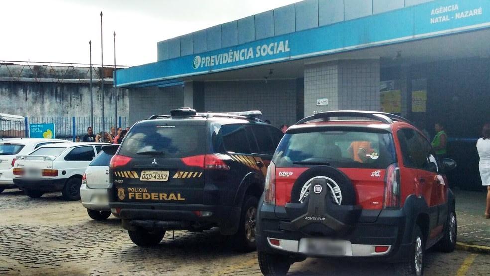 Mandados de busca e apreensão foram cumpridos na Agência da Previdência Social do bairro Nazaré, em Natal, no dia 17 de maio. (Foto: Marksuel Figueredo/Inter TV Cabugi)