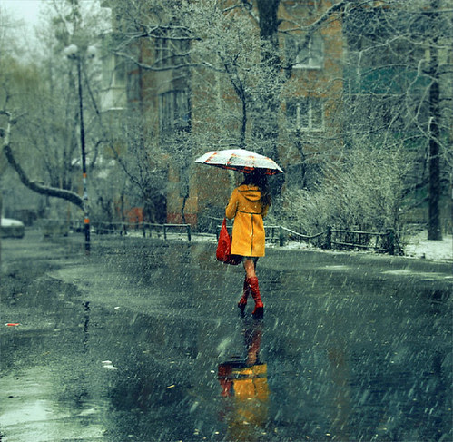 Девушка в желтом пальто \\ A girl in a yellow coat por donemonic