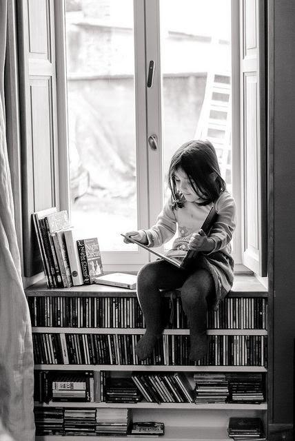 girl-in-bookstore