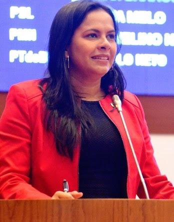 Sem noção, Ana do Gás ainda não se deu conta do que é ser uma Deputada.