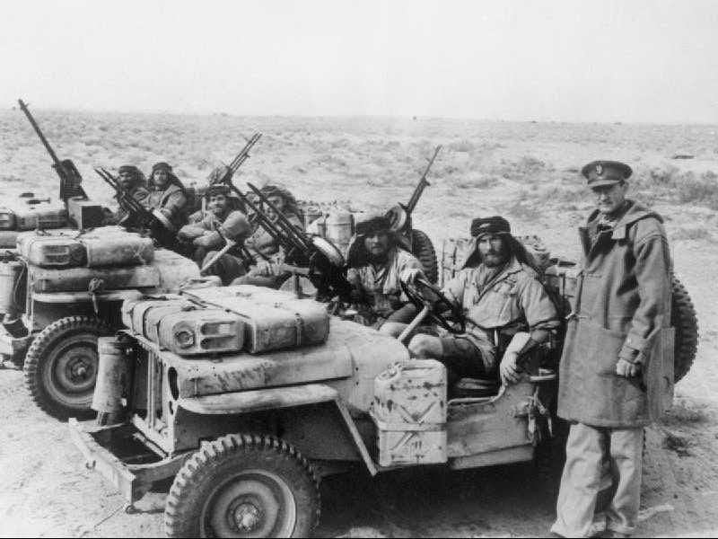 Los jeeps originales entraron en producción en 1941, construido de propósito para los militares. Willys MB Jeeps se convirtieron en los más usados vehículos con tracción en las 4 ruedas del ejército de Estados Unidos durante la Segunda Guerra Mundial.