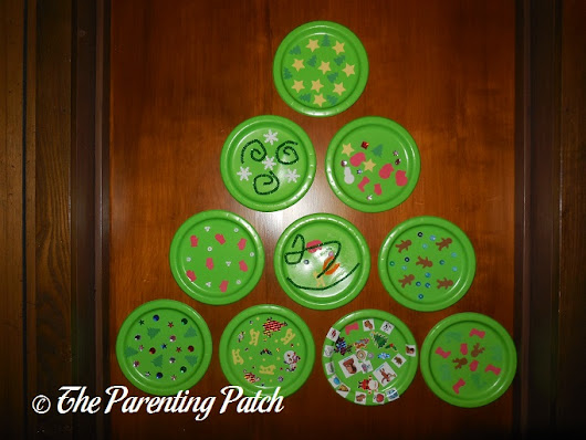 Paper Plate Wall Christmas Tree Craft | Parenting Patch