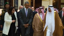 US President Barack Obama (2L) speaks with King Salman bin Abdulaziz Al-Saud of Saudi Arabia (R) at Erga Palace in Riyadh on April 20, 2016.