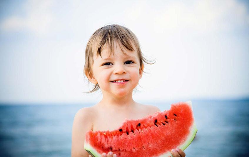 """Καλοκαιρινές γλυκές απολαύσεις: Ποιες """"κακές"""" τροφές να αποφεύγουν τα παιδια"""