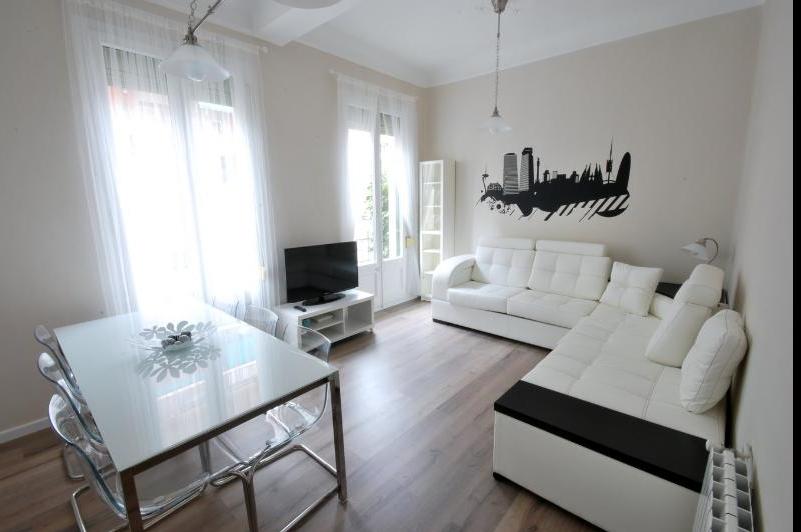 sender sender. Black Bedroom Furniture Sets. Home Design Ideas