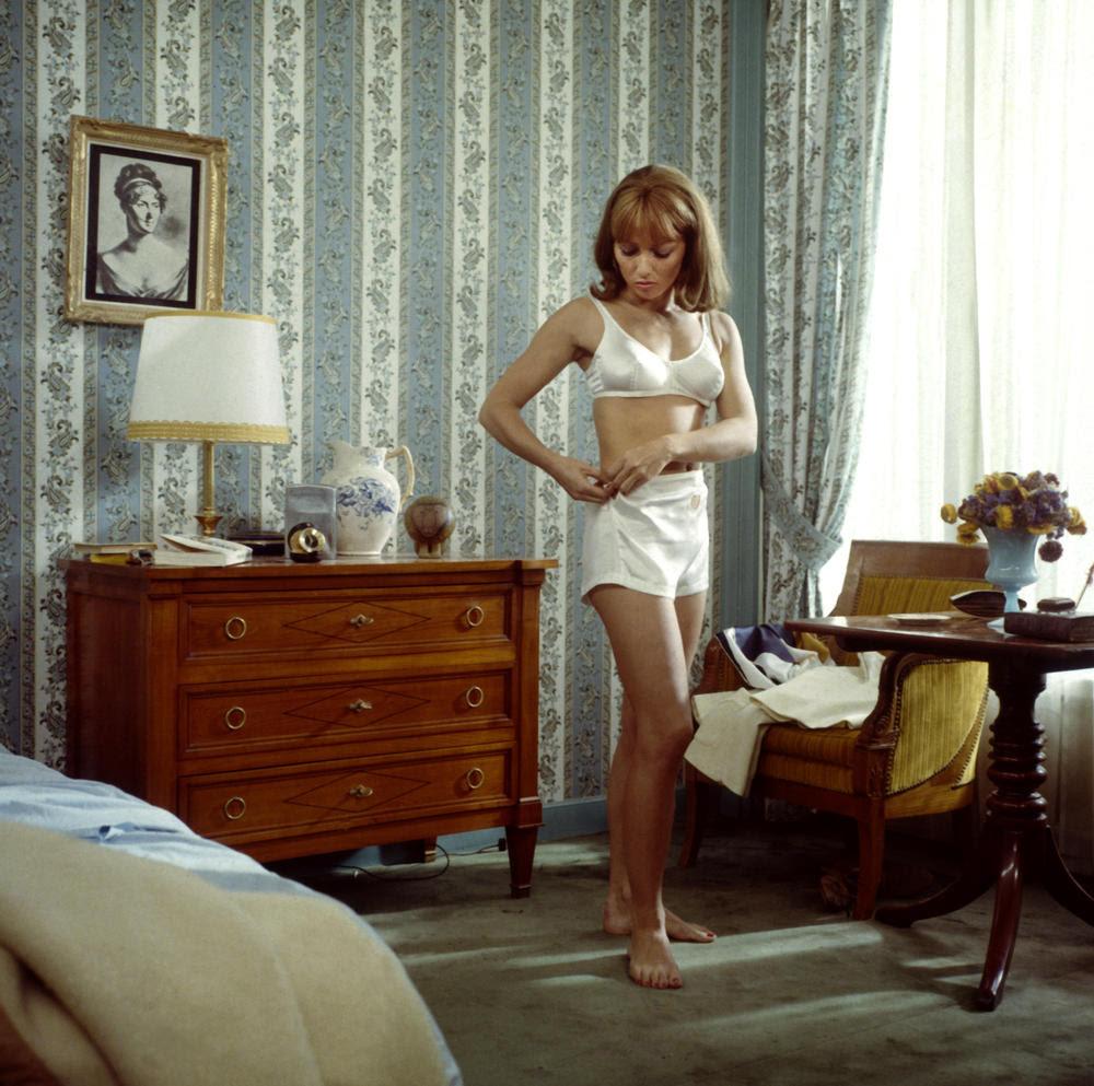 Audran à l'écran faisait monter d'un coup la température. Elle était le corps érotique de la Nouvelle Vague. Ici dans La Femme infidèle de Claude Chabrol (1969)