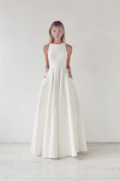 Simple Wedding Dresses: How to Create a Stunning Effect