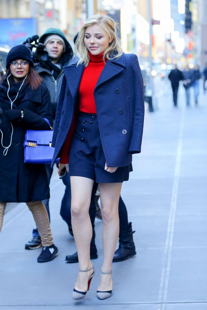 Chloe Moretz Shows her Legs -17