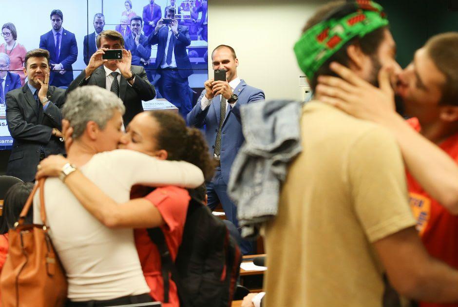 Beijaço para Feliciano, Bolsonaro e seu filho  / Lula Marques/Agência PT