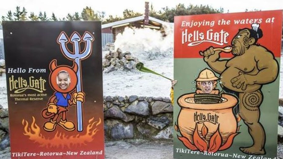 A sign at a popular tourist attraction in New Zealand has been removed after complaints that it was racially offensive.