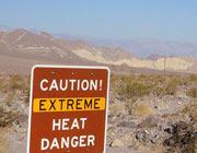 Cartello di avviso per il forte calore nella Valle della Morte